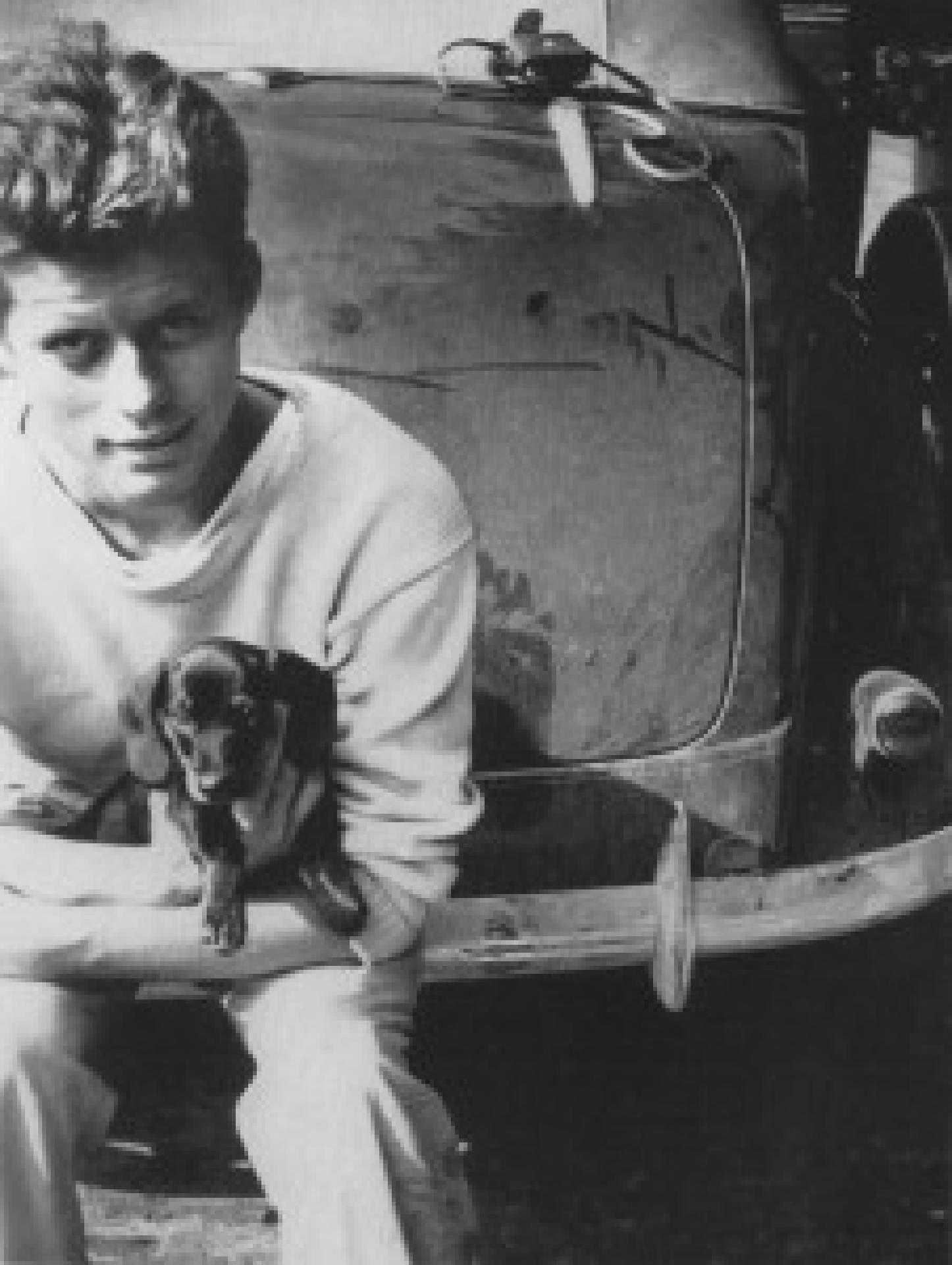John F. Kennedy und Dunker, sein Dackelwelpe, 1937