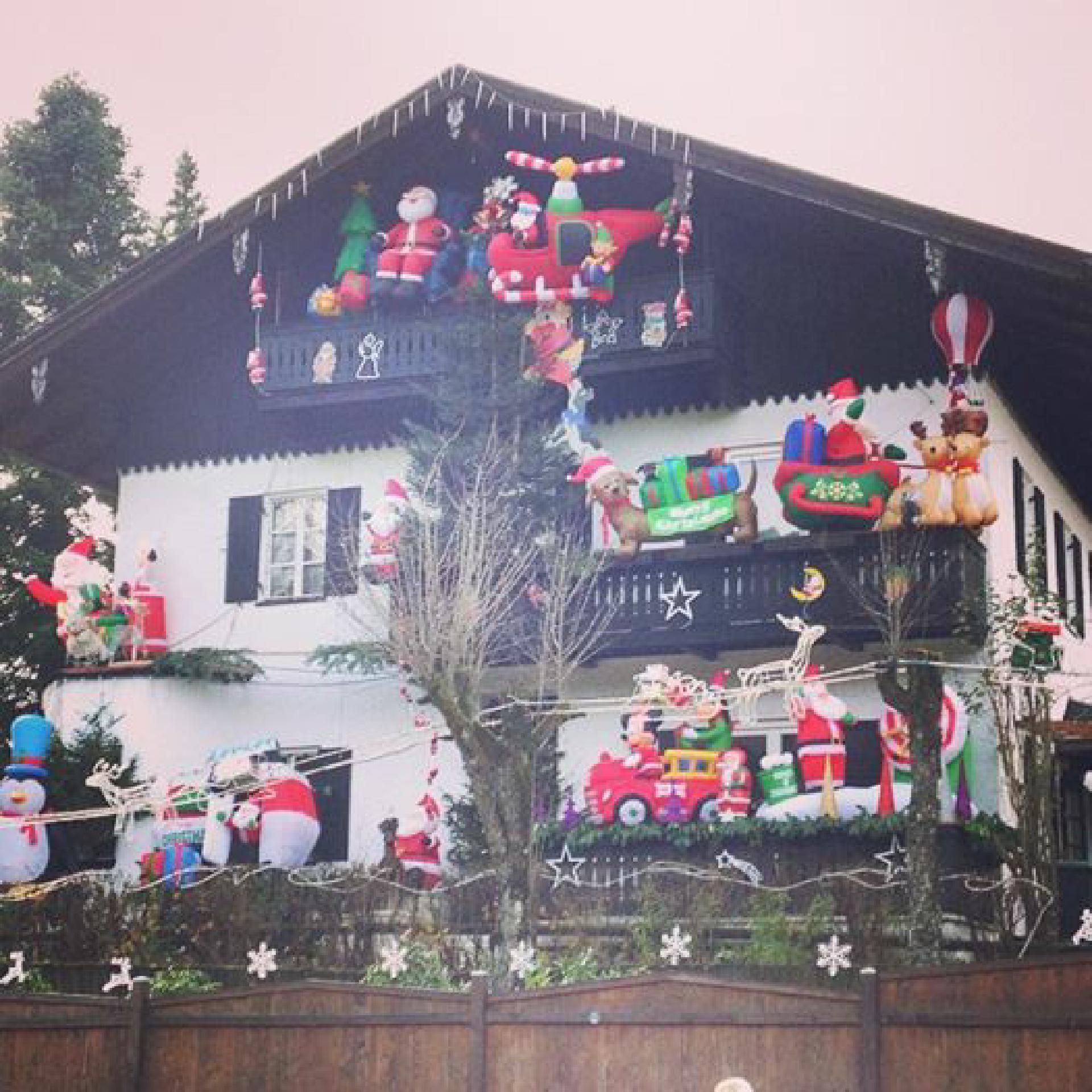 Fast wie in Graceland: Weihnachtswahn an der österreichischen Grenze