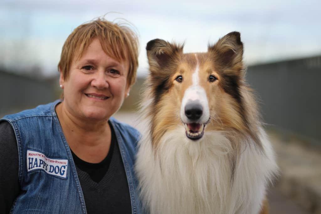 """Renate Hiltl und Bandit aka """"Lassie"""" Foto: Lena Schwind"""